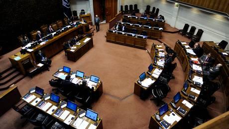Senadores+recibirán+1,5+millones+extras+a+partir+de+2014 (1)