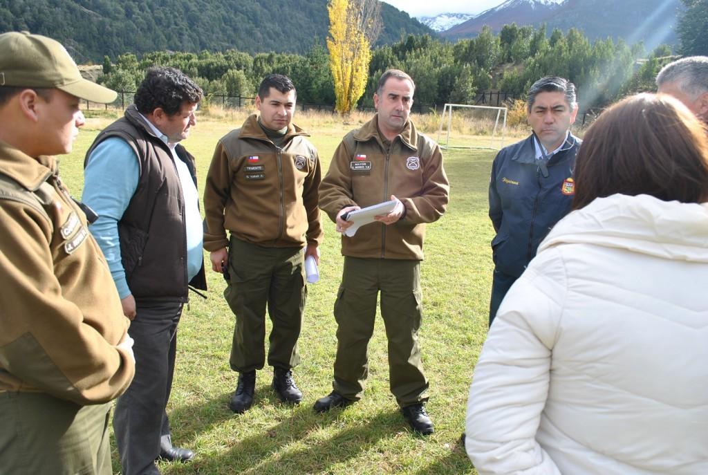 Imagen Mayor Berrios, Directora Joselin Flores evaluando post simulacro