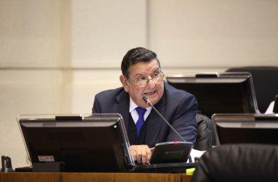 Senador-Rabindranath-Quinteros