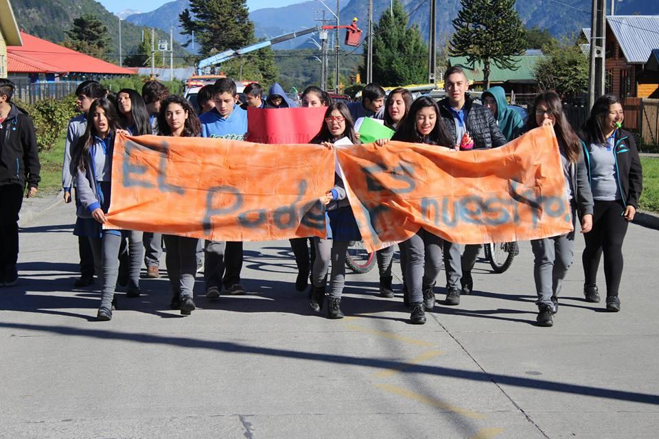 Foto 2 Estudiantes marchan en la zona (1)